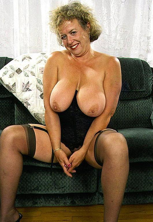 kianna dior sports bra sexy nude