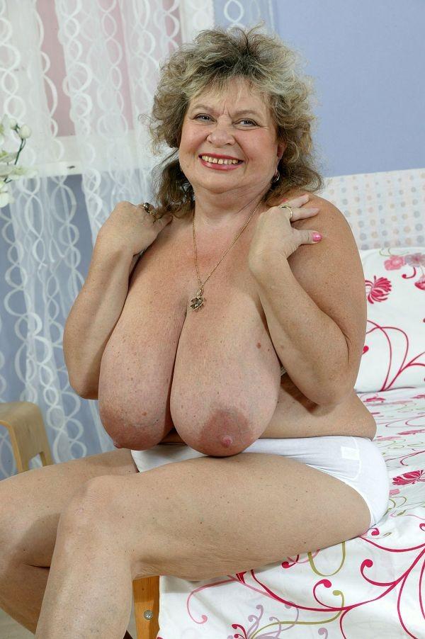 Фото голых бабушки большой груди