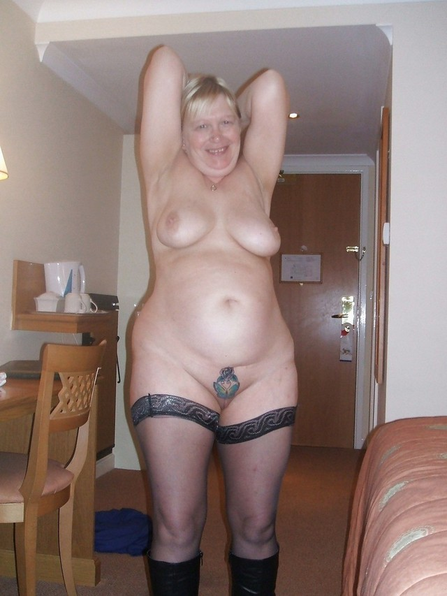 Bbw mature woman standing nude