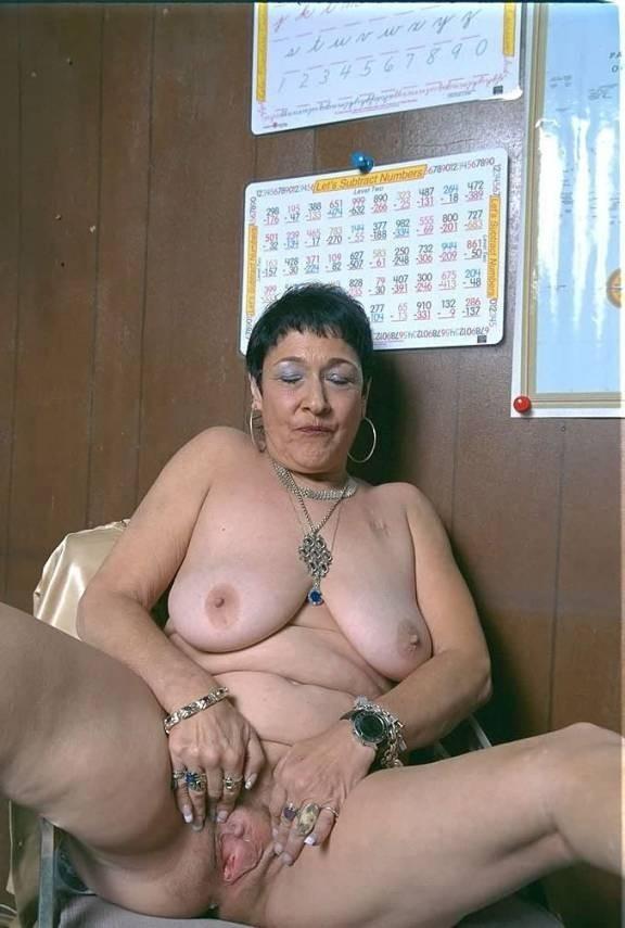 mature lady dresses sexy on cam