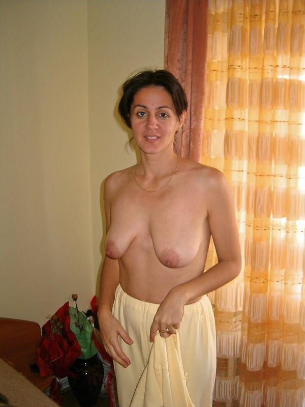 beaitiful ladies showing pussy