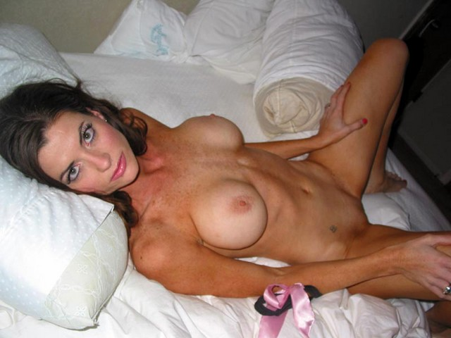 Mom flashing pussy